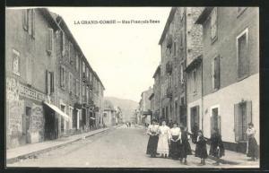 AK La Grand-Combe, Rue Francois Beau, Strassenpartie