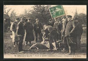 AK Saint-Fargeau, Le Foret, Chasses a Courre, Preparatifs de la Curee, Jäger mit Beute