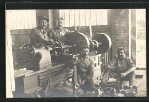 Foto-AK Arbeiter in der Fabirk