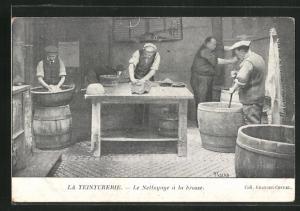 AK La Teinturerie, Le Nettoyage a la brosse, Reinigung mit einer Bürste