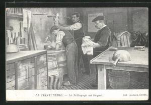 AK La Teinturerie, Le Nettoyge au baquet, Die Reinigung im Eimer