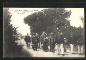 AK Saint-Martin-de-Ré, Le Bagne, Groupe de Forcats conduits au Dépot, Gefängnis-Insassen
