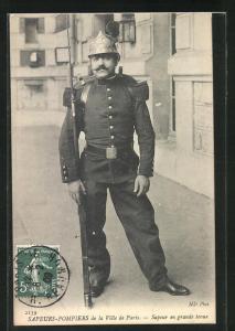 AK Paris, Sapeurs-Pompiers, Sapeur en grande Tenue, Feuerwehrmann in Uniform