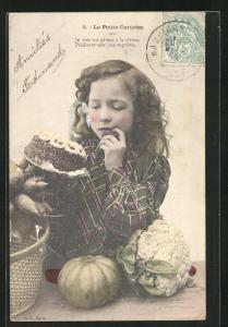 AK La Petite Curieuse, Mädchen mit Torte