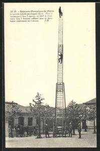 AK Paris, Feuerwehrmänner üben mit dem Leiterwagen