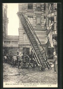 Leporello-AK Paris, Sapeurs-Pompiers, Mise en batterie de la nouvelle grande echelle automobile, Feuerwehr
