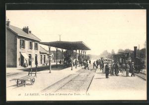 AK La Baule, La Gare à l`Arrivée d`un Train, Bahnhof