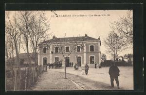 AK Valréas, La Gare, Blick zum Bahnhof