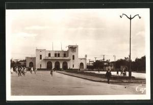 AK Port Lyautey, La Gare, Partie am Bahnhof