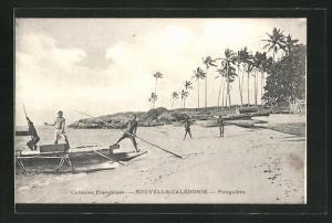 AK Ozeanien, Nouvelle-Caledonie, Piroguiers, Männer auf Booten am Strand