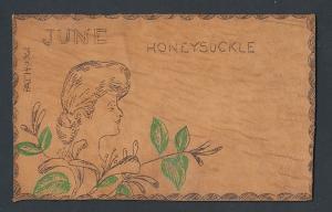 Leder-AK Monat Juni, Honeysuckle, Damenkopf auf Blumen