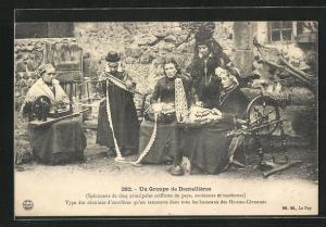 AK Hautes-Cévennes, Type de réunion d`ouvrières, Un groupe de Dentellières, Frauen beim Klöppeln