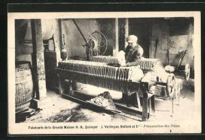 AK Quimper, Faiencerie de la Grande Maison, Bolloré et Cie, Préparation des Pates, Töpfer bei der Arbeit