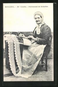 AK Bailleul, Mme. Colette - Patroneuse de dentelles, Alte Französin beim Klöppeln