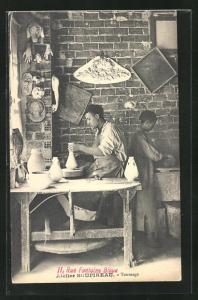 AK Atelier Soupireau, Töpfer bei der Arbeit