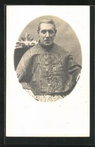 Foto-AK Portrait eines Priesters