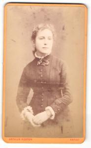 Fotografie Arthur Reston, Stretford, Portrait junges Mädchen im Kleid