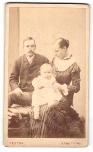 Fotografie Reston, Stretford, junges Paar mit Baby