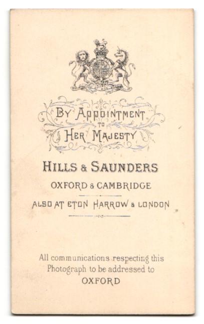 Fotografie Hills & Saunders, Oxford, Frau mit Dutt und Halskette mit Amulett 1