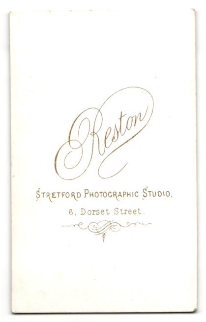 Fotografie Arthur Reston, Stretford, Frau mit geflochtenen Haaren und Kreuz an der Halskette 1