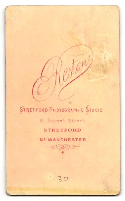 Fotografie Arthur Reston, Stretford, Mann im Anzug sitzend mit Kotletten 1