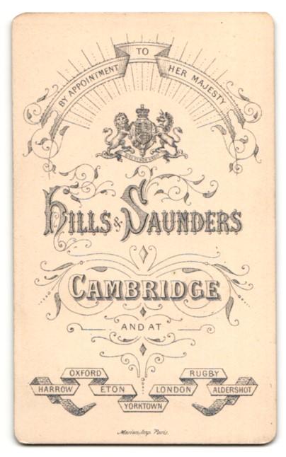 Fotografie Hills & Saunders, Cambridge, Mann im Anzug mit Binder 1