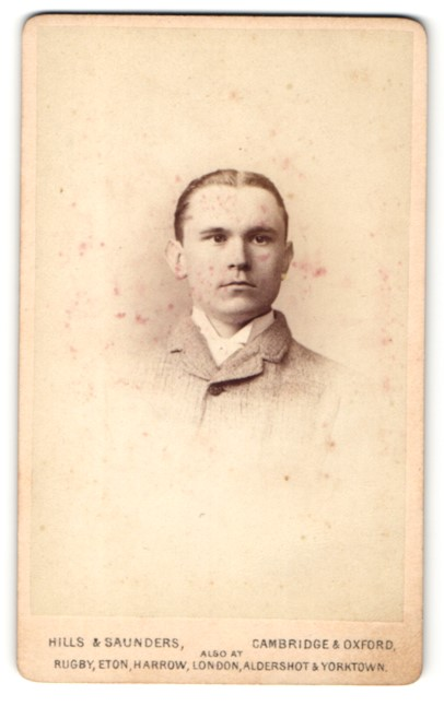 Fotografie Hills & Saunders, Cambridge, junger Mann mit streng zurückgegelten Haaren 0