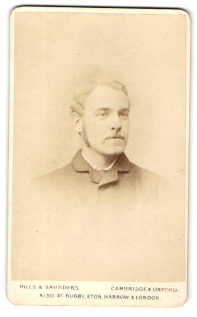 Fotografie Hills & Saunders, Cambridge, Mann mit Kotletten und Schnauzbart 0