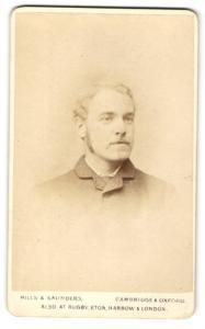 Fotografie Hills & Saunders, Cambridge, Mann mit Kotletten und Schnauzbart