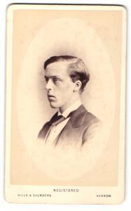 Fotografie Hills & Saunders, Harrow, Mann im Anzug mit Krawatte, Portrait