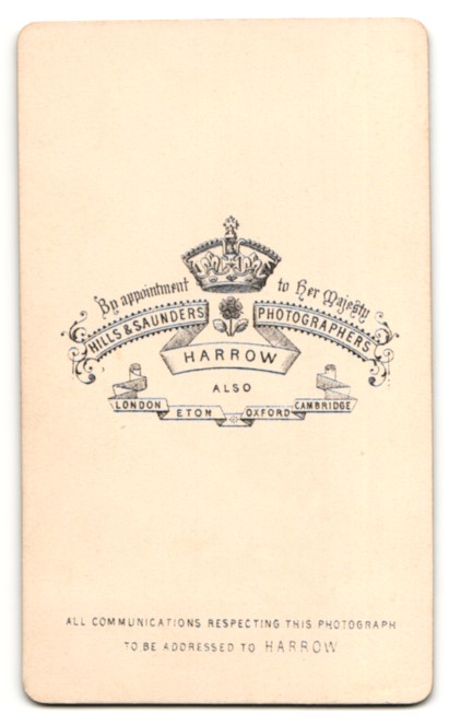 Fotografie Hills & Saunders, Harrow, Mann im Anzug mit Krawatte und Mittelscheitel 1