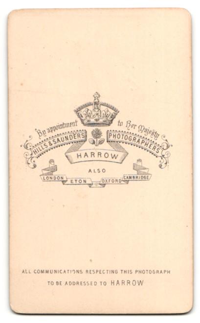 Fotografie Hills & Saunders, Harrow, Mann im Anzug, sitzend 1