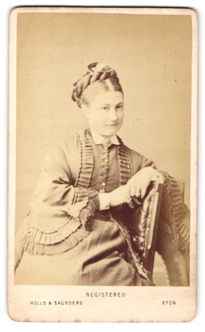 Fotografie Hills & Saunders, Eton, Frau mit Hochsteckfrisur, sitzend 0