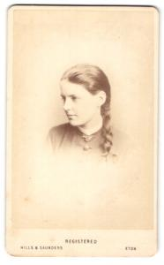 Fotografie Hills & Saunders, Eton, Frau mit Haarflechte im Seitenprofil