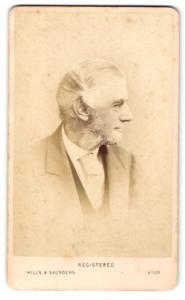Fotografie Hills & Saunders, Eton, Älterer Mann im Seitenprofil im Anzug mit Backenbart