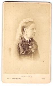 Fotografie Hills & Saunders, Eton, Frau im Seitenprofil im Schleier