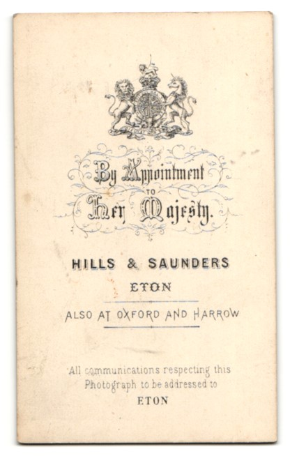 Fotografie Hills & Saunders, Eton, Älterer Mann im Anzug, sitzend 1