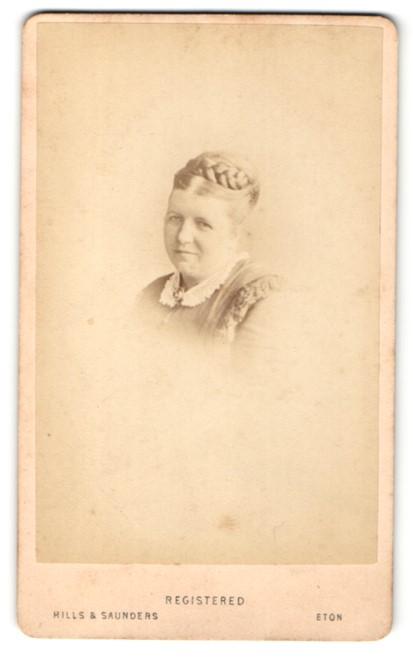 Fotografie Hills & Saunders, Eton, Portrait Dame mit Flechtfrisur 0