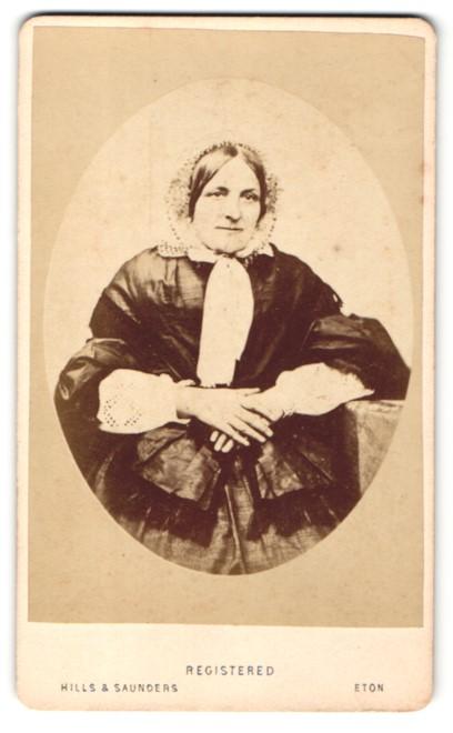 Fotografie Hills & Saunders, Eton, Portrait Dame mit Haube 0