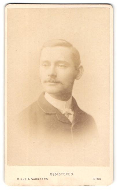 Fotografie Hills & Saunders, Eton, Portrait junger Herr im Anzug mit Schnauzbart 0