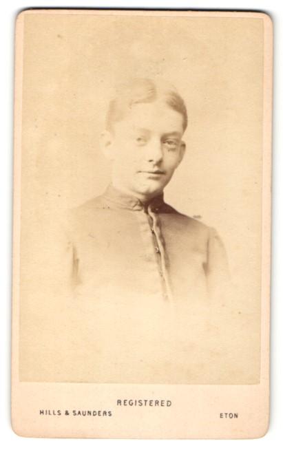 Fotografie Hills & Saunders, Eton, Portrait junger Herr mit Mittelscheitel 0