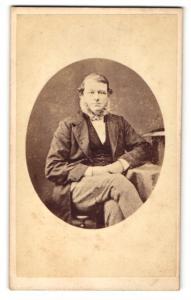 Fotografie Hills & Saunders, Eton, Portrait eleganter Herr mit Backenbart