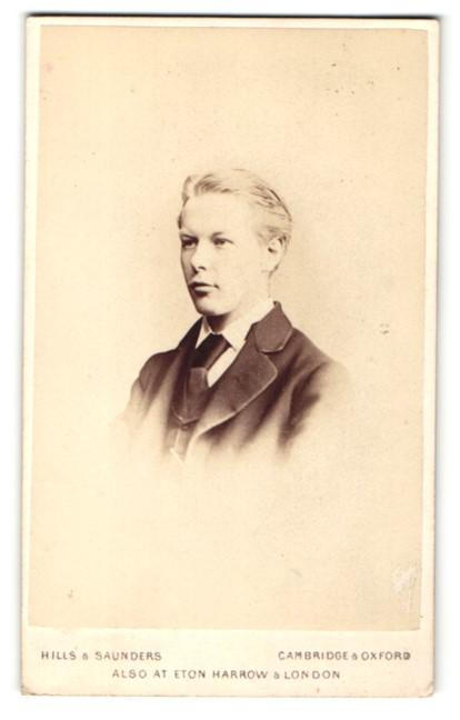 Fotografie Hills & Saunders, Cambridge, Portrait blonder Knabe im Anzug 0
