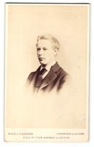 Fotografie Hills & Saunders, Cambridge, Portrait blonder Knabe im Anzug