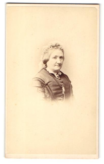 Fotografie Hills & Saunders, Cambridge, Portrait ältere Dame mit Haube 0
