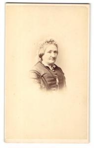 Fotografie Hills & Saunders, Cambridge, Portrait ältere Dame mit Haube
