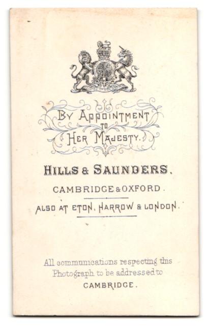 Fotografie Hills & Saunders, Cambridge, Portrait junger Mann im Anzug mit Krawatte 1