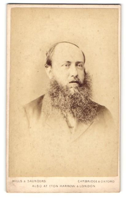 Fotografie Hills & Saunders, Cambridge, Portrait Herr mit Vollbart 0