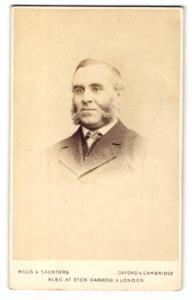 Fotografie Hills & Saunders, Oxford, Portrait Herr im Anzug mit Backenbart