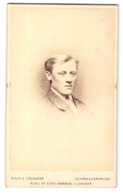 Fotografie Hills & Saunders, Oxford, Portrait blonder junger Herr im Anzug 0